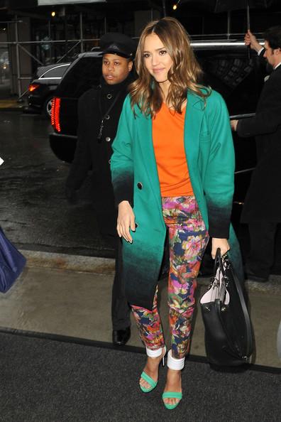Jessica+Alba+Pants+Shorts+Print+Pants+EWDt9q1_d5Sl