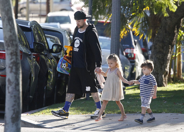 Joel+Madden+Walks+Kids+School+Xm0EPFVnkDzl