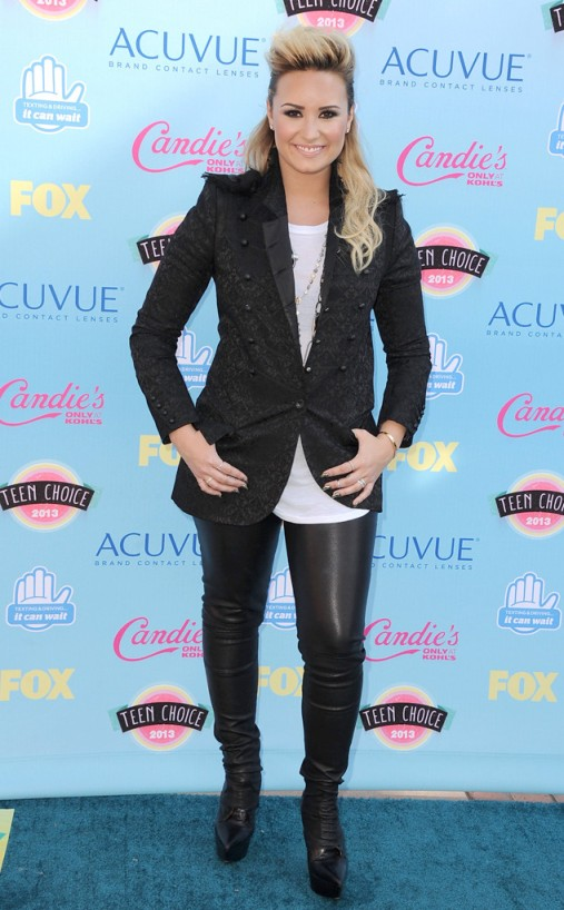 rs_634x1024-130811165555-634.DemiLovato.TeenChoiceAwards.8.11.13.JMD