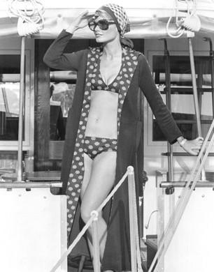 Harvey-Nichols-Beachwear-1974-306x390
